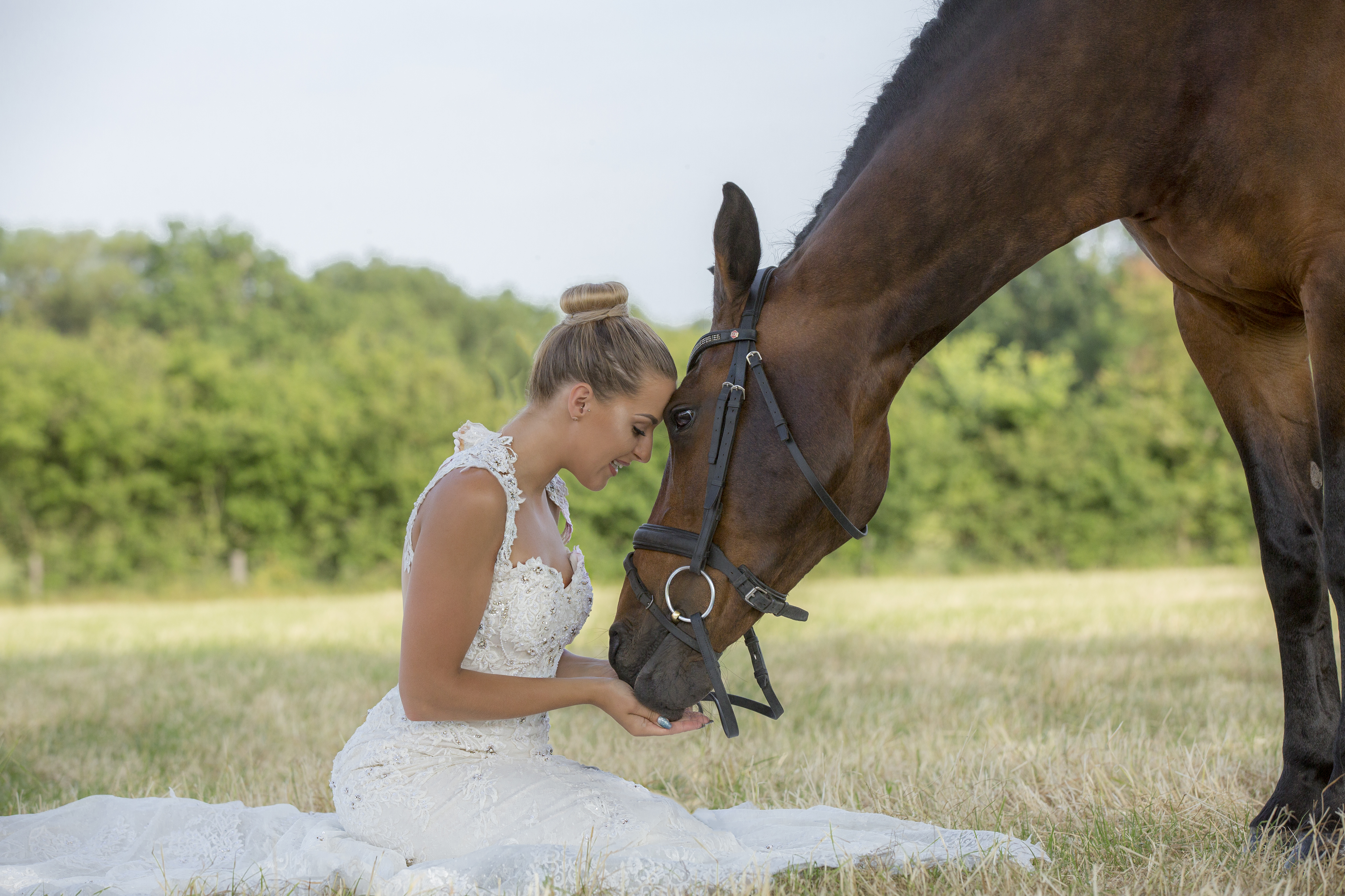 Wedding Photographer 2018 - Bride with her horse - Emma Lowe Photography